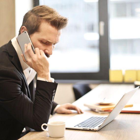 Telefoniczny savoir-vivre, czyli jak podnieść skuteczność służbowych rozmów telefonicznych